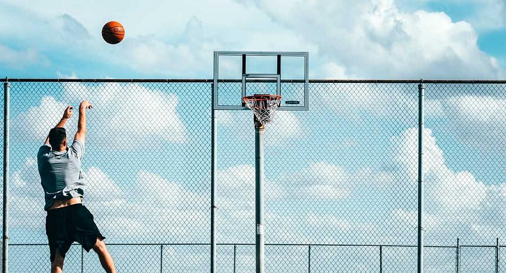 <div>Баскетбол</div>