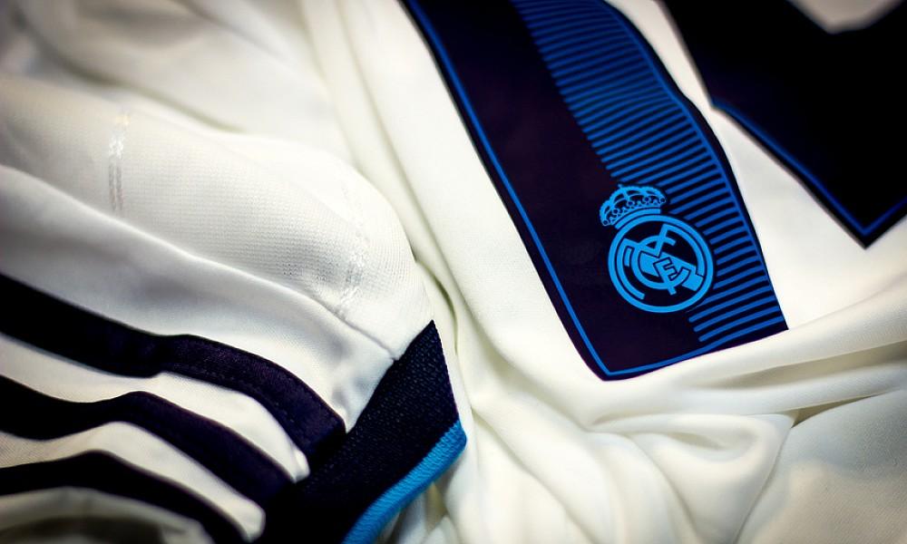 Какой используют материал для пошива современной футбольной формы?