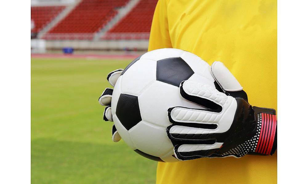 Как выбрать вратарские футбольные перчатки