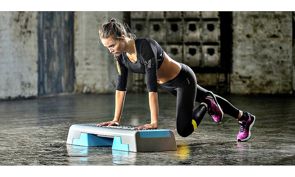 Степ платформа - как выбрать для занятий фитнесом и аэробикой